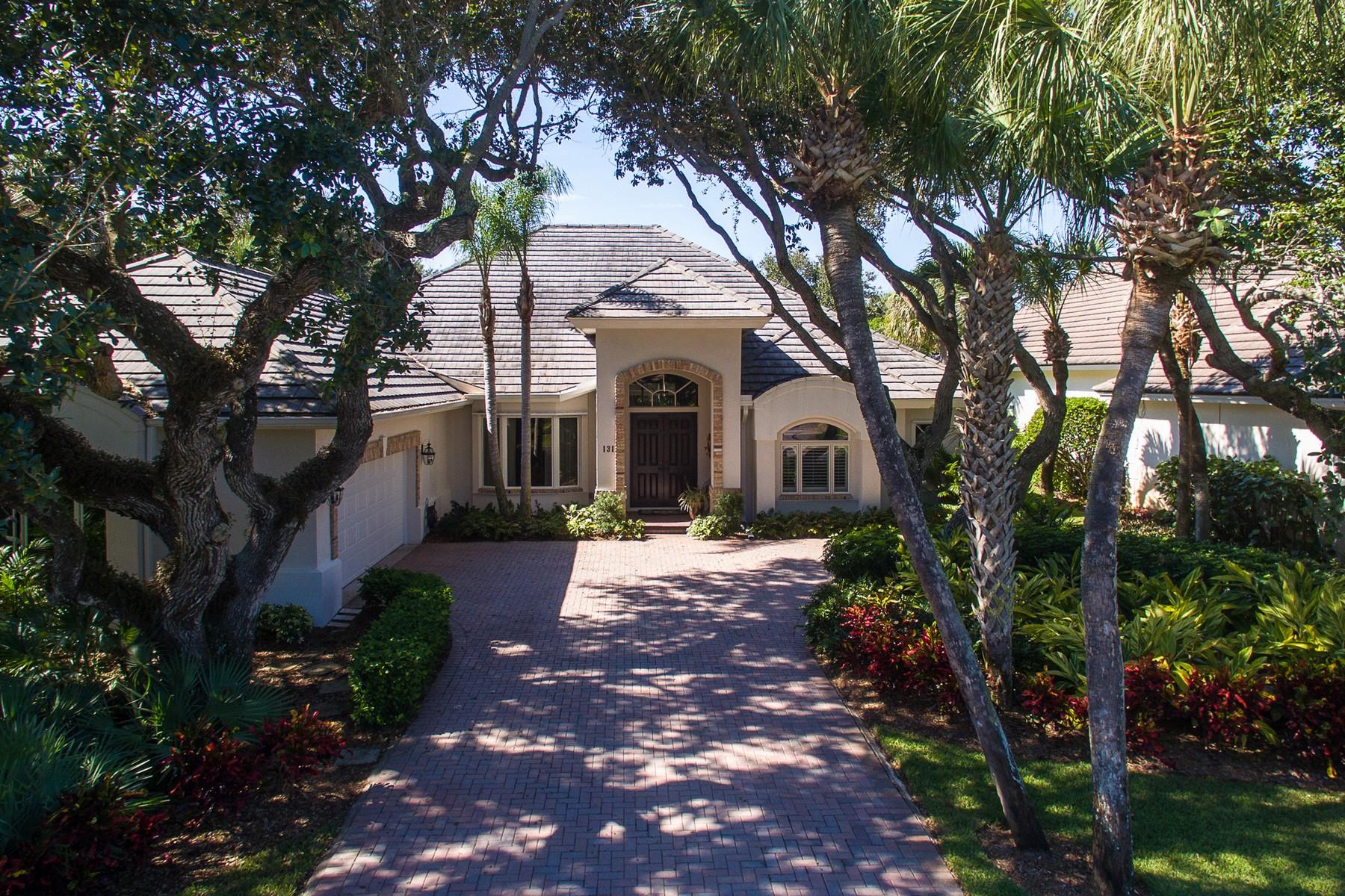 Maison unifamiliale pour l Vente à Stunning home in Ocean 131 N White Jewel Ct Vero Beach, Florida 32963 États-Unis