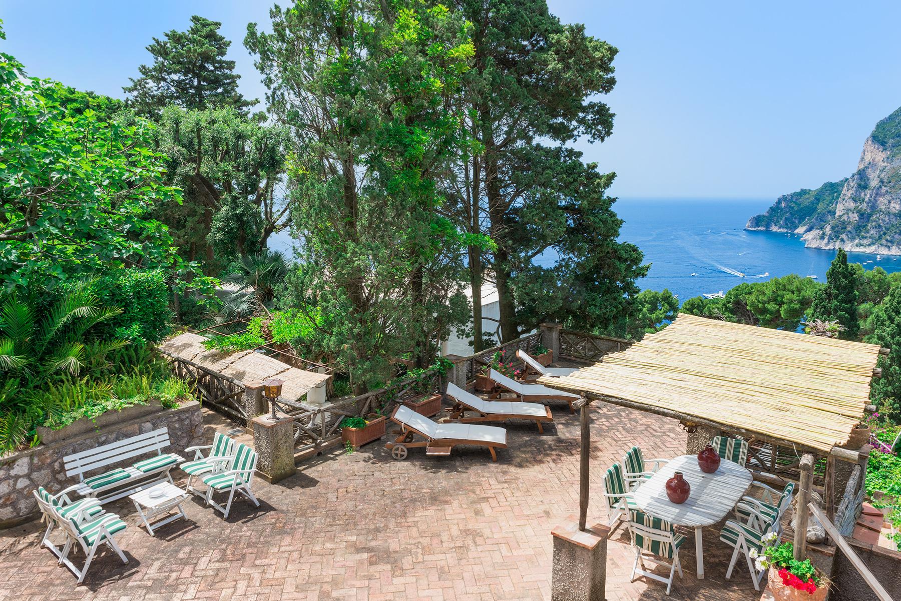 Additional photo for property listing at Villa in the heart of Capri Capri, Naples Italien