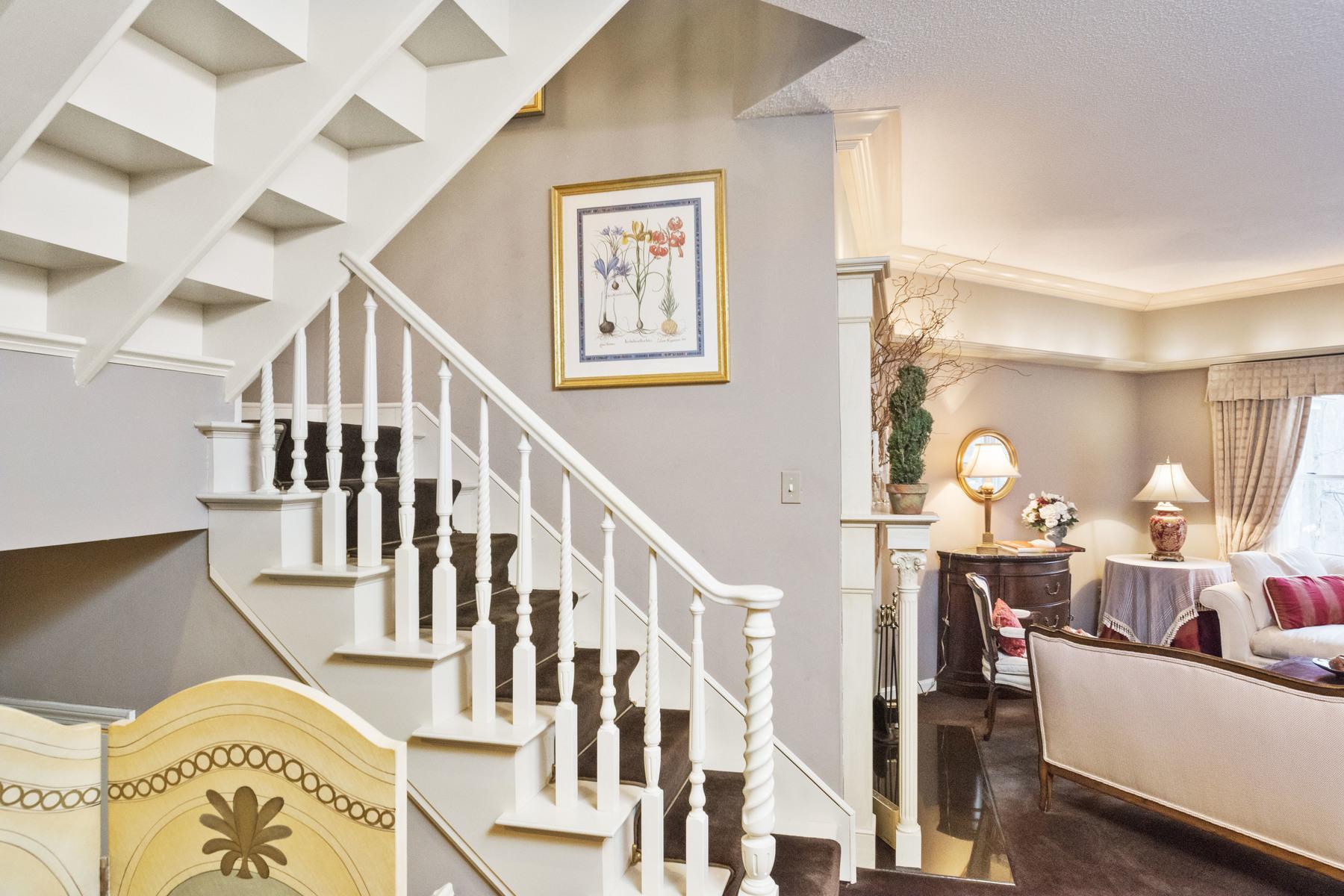 共管式独立产权公寓 为 销售 在 Bishops Forest 282 Bishops Forest Unit 282 沃尔瑟姆, 马萨诸塞州, 02452 美国