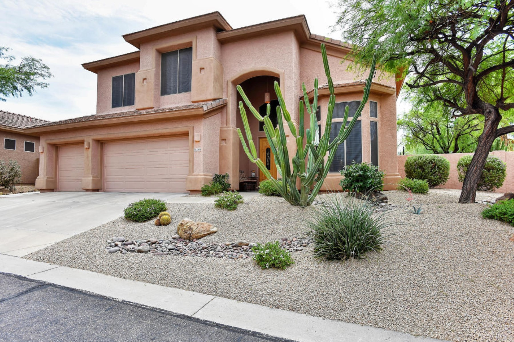 Property For Sale at Fantastic six bedroomed home in the gated community of Desert Wind.