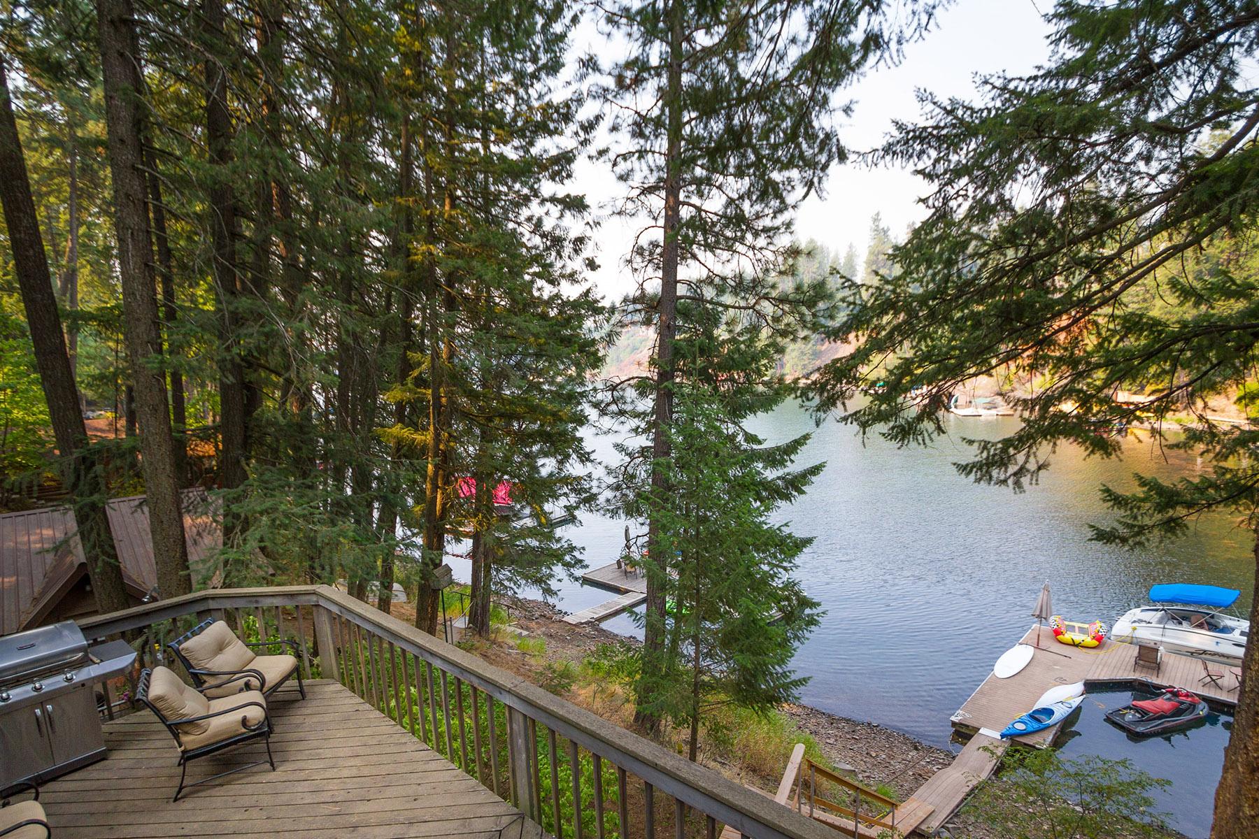 단독 가정 주택 용 매매 에 Summer Cabin on Hayden Lake 3005 E Underbrush Trail Hayden, 아이다호 83835 미국