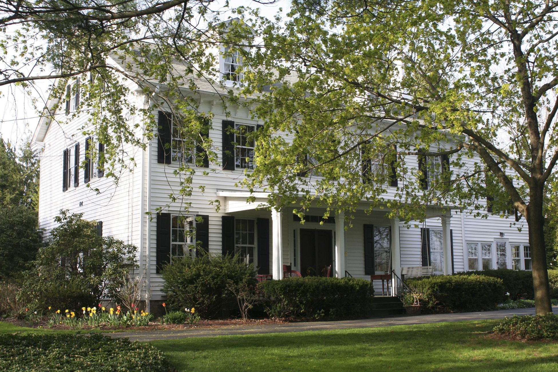 Tek Ailelik Ev için Satış at Historic Georgian Colonial 84 Walnford Road Allentown, New Jersey, 08501 Amerika Birleşik Devletleri