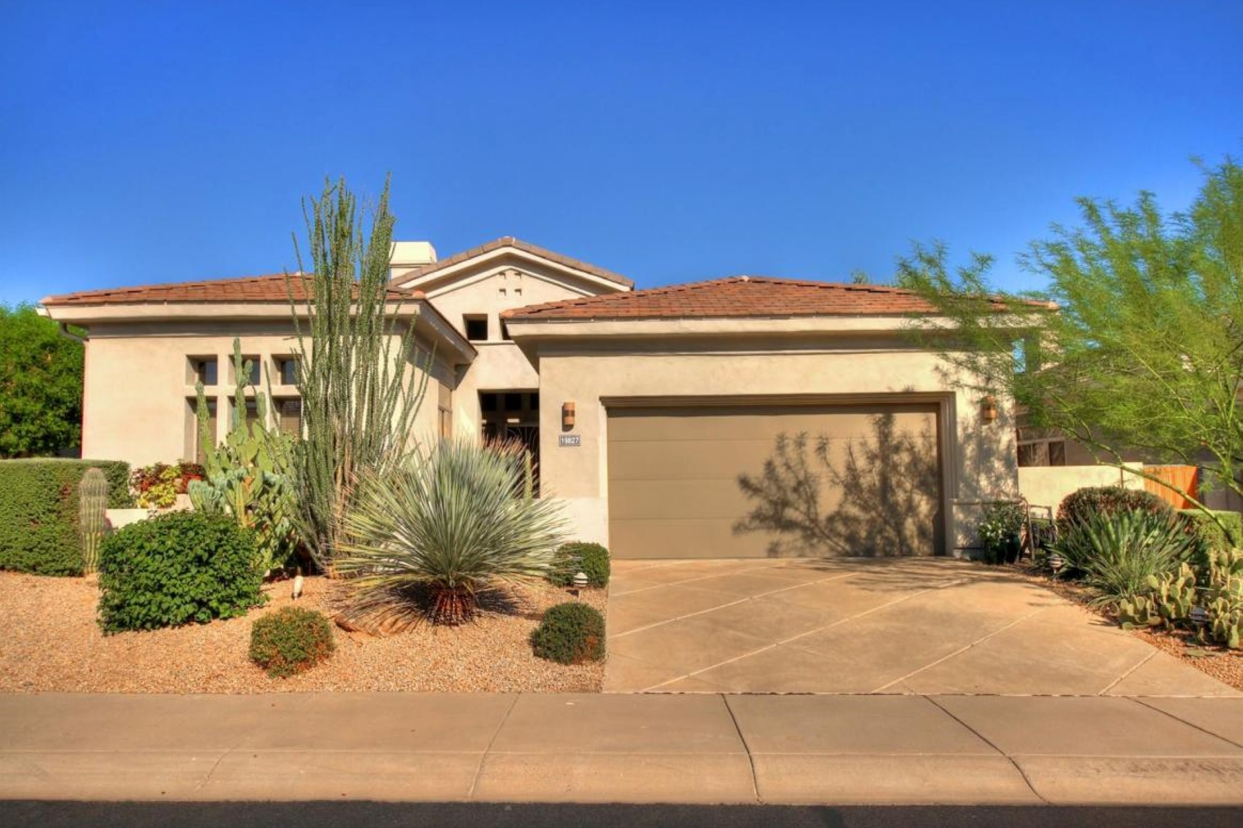 Vivienda unifamiliar por un Venta en Rarely available dual master floor plan in gated Monterey at Grayhawk 19827 N 84th St Scottsdale, Arizona 85255 Estados Unidos