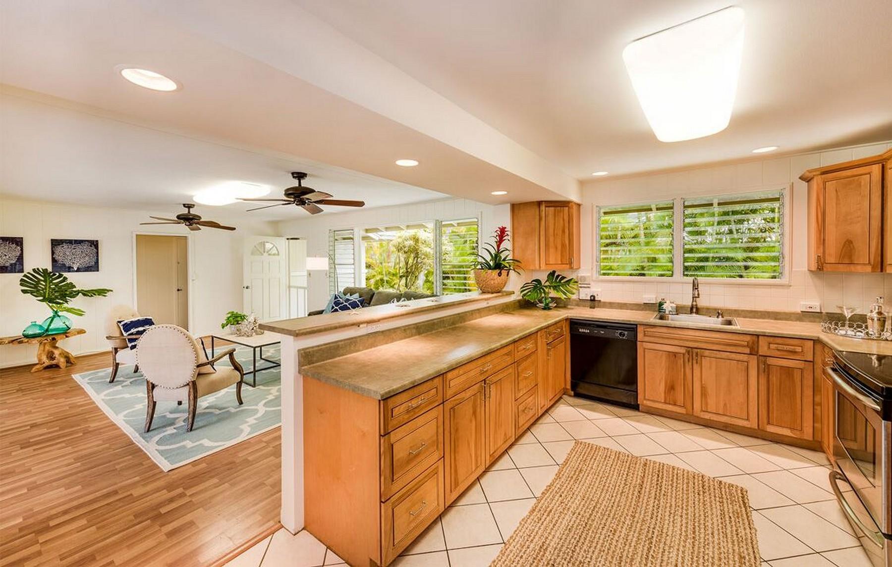 Maison unifamiliale pour l Vente à 130 Kaluamoo St Kailua, Hawaii 96734 États-Unis