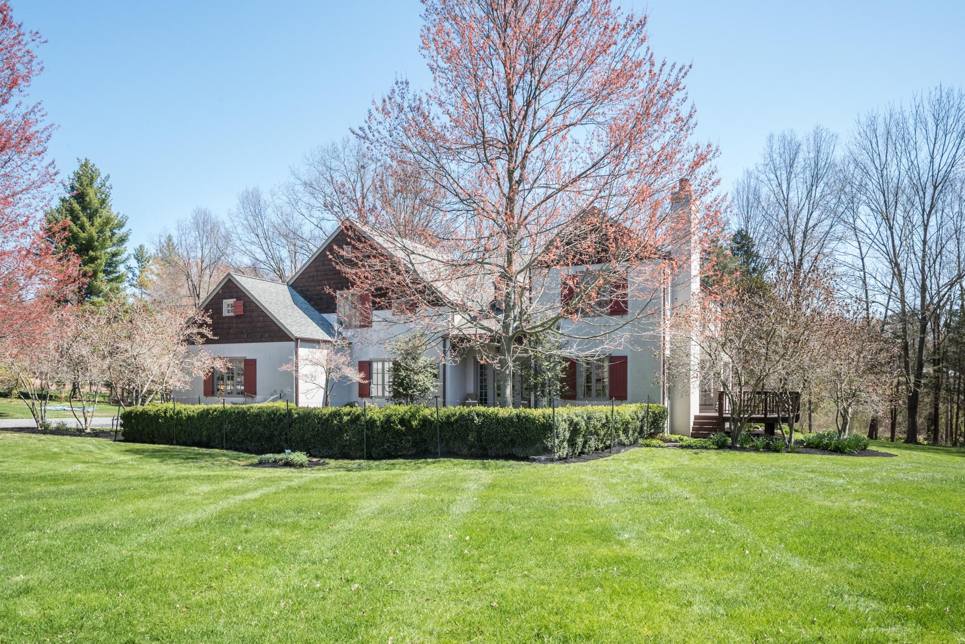 Maison unifamiliale pour l Vente à A Max Hayden Designed Gem 5 Timberbrooke Drive Hopewell, New Jersey, 08525 États-Unis