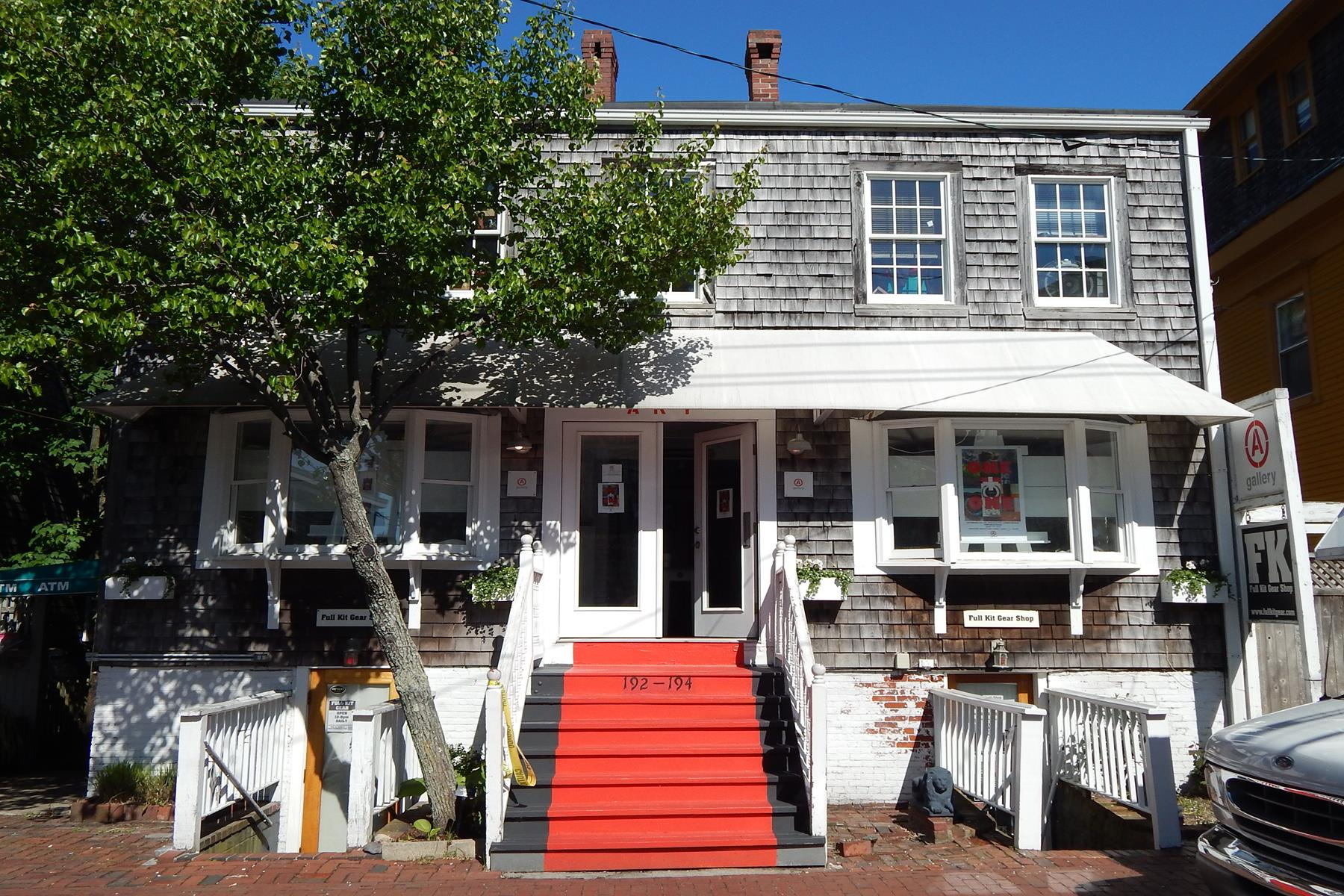 per Vendita alle ore Downtown apartments and retail space 192-194 Commercial Street Provincetown, Massachusetts 02657 Stati Uniti
