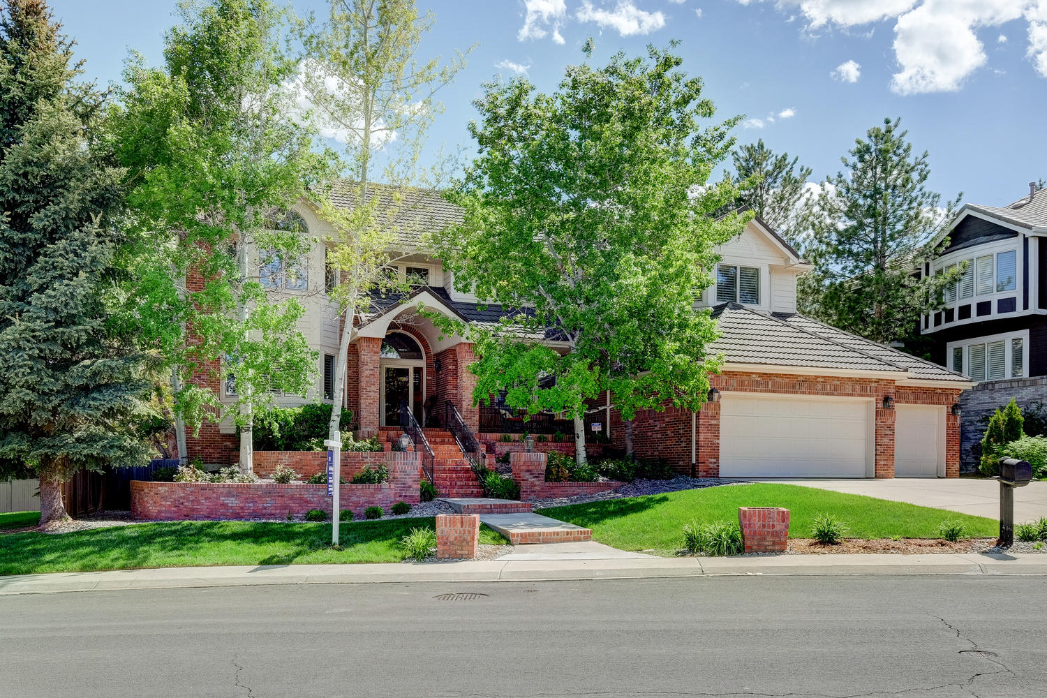 Maison unifamiliale pour l Vente à The Best in the Hills West 10316 East Crestridge Lane Englewood, Colorado, 80111 États-Unis