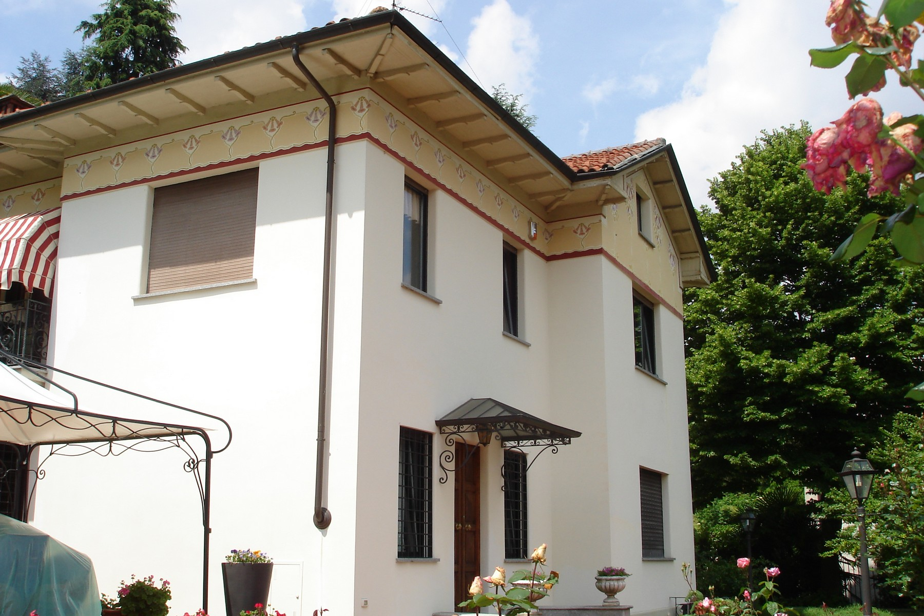 Additional photo for property listing at Beautiful family sized villa on the first hill of the city Viale Venticinque Aprile Torino, Turin 10133 Italy
