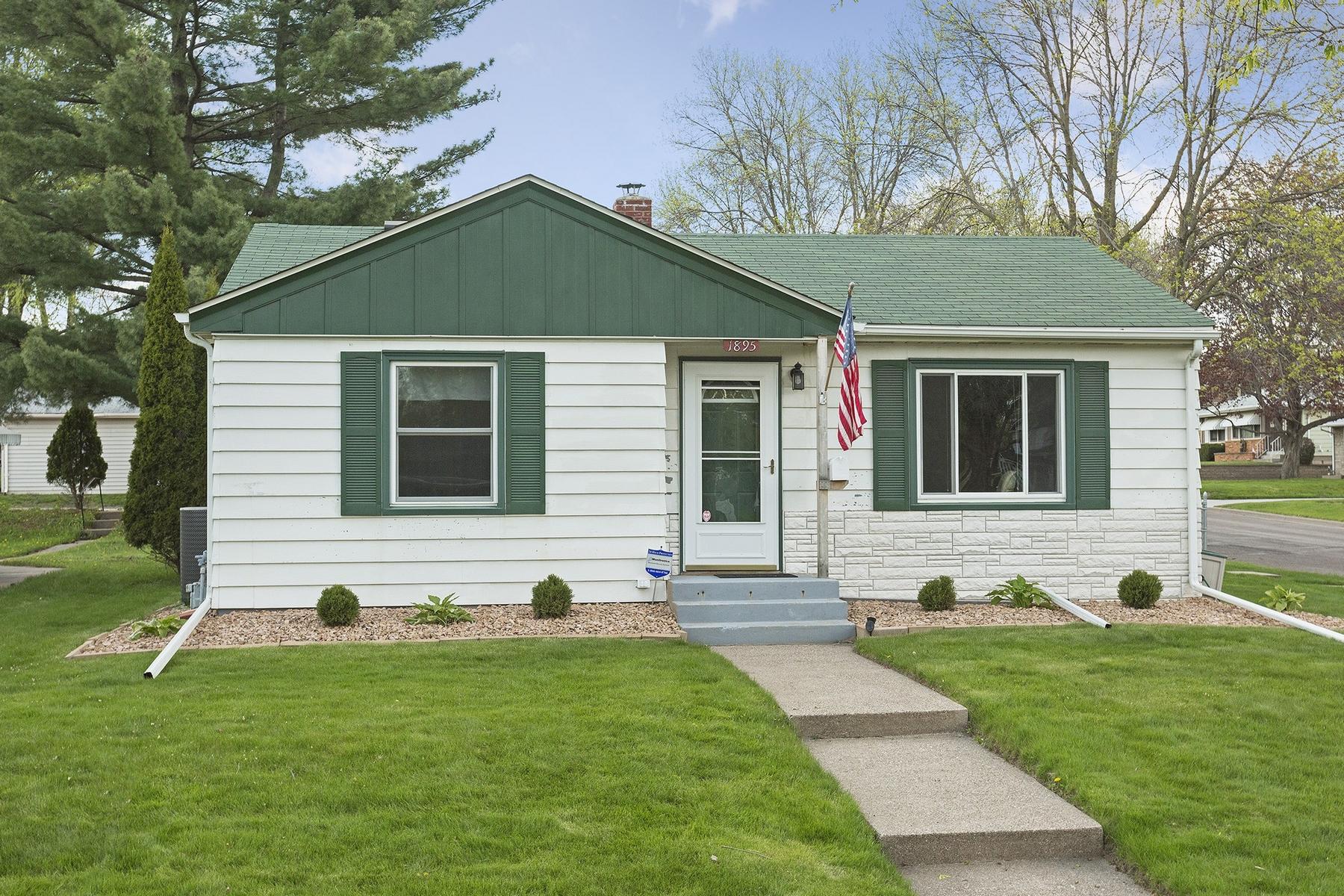 独户住宅 为 销售 在 1895 Iowa Avenue E Greater East Side, 圣保罗, 明尼苏达州, 55119 美国