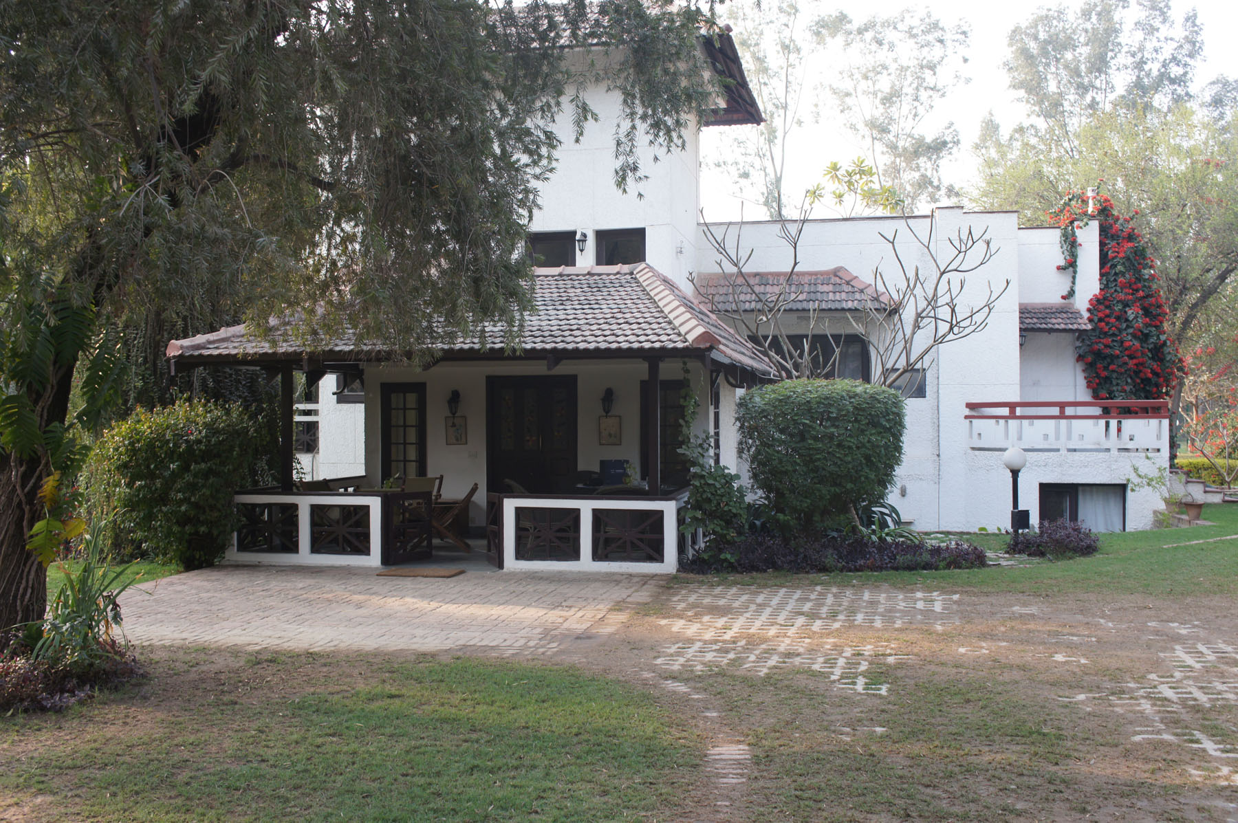 Property Of Rajokri-Sprawling Farm House