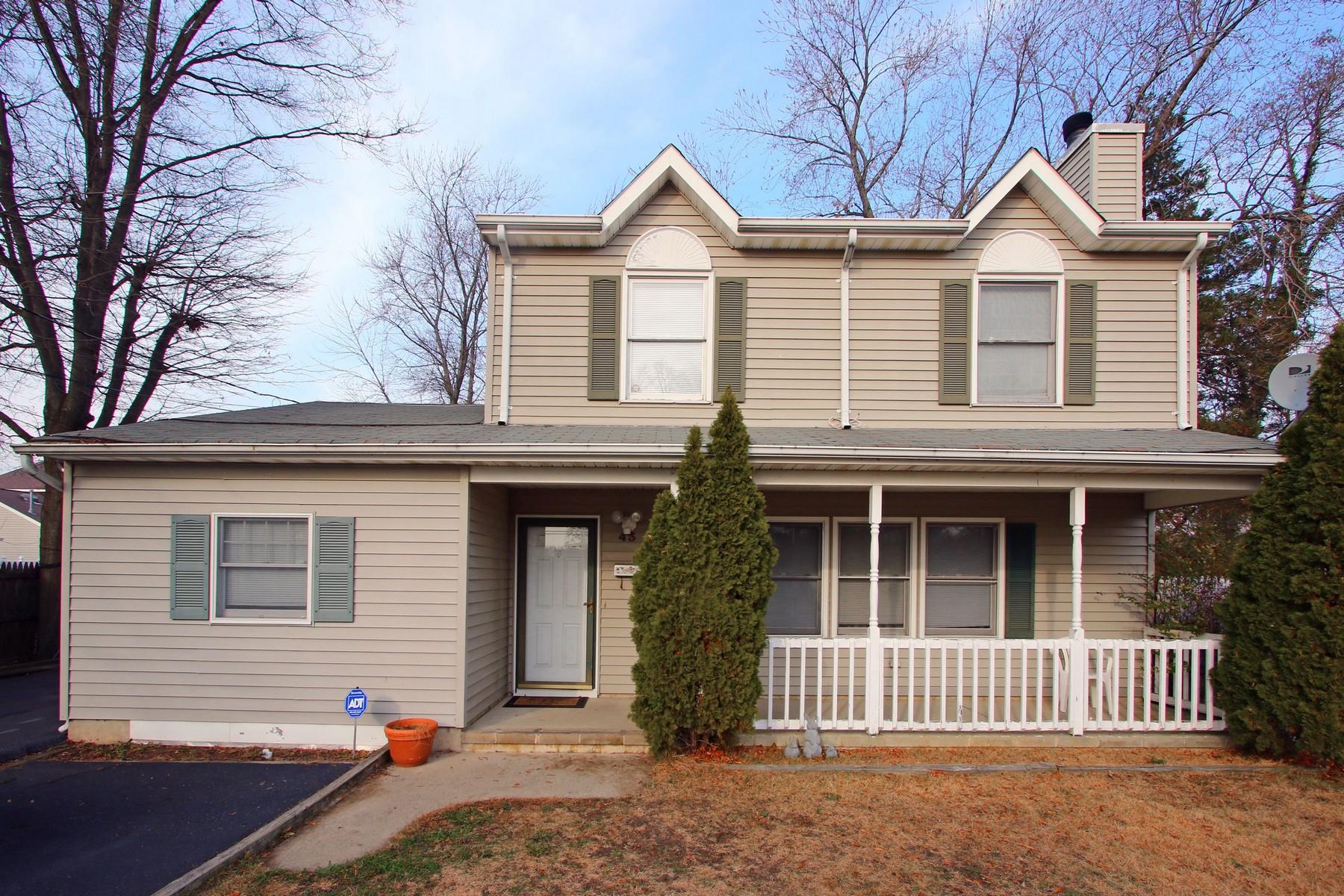 sales property at 43 Holmes Pl