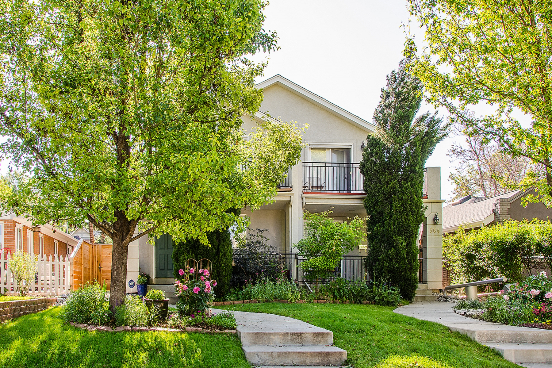 Townhouse for Sale at North Country Club Updated Townhouse 566 Humboldt Street Denver, Colorado 80218 United States