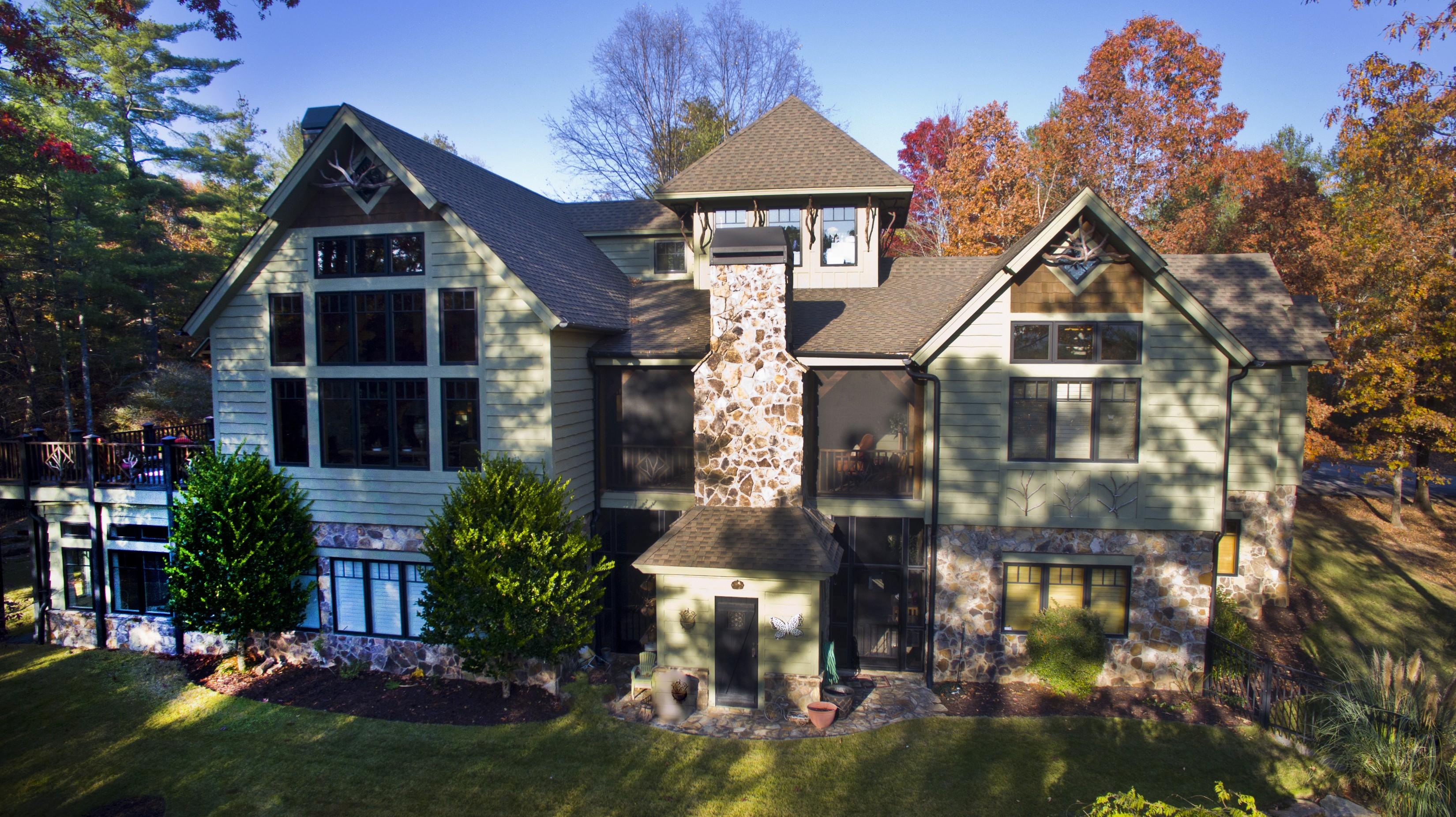 Villa per Vendita alle ore Spacious & Enchanting Mill Creek Post & Beam Mountain-Lake Home 211 Vineyard Park Sunset, Carolina Del Sud, 29685 Stati Uniti