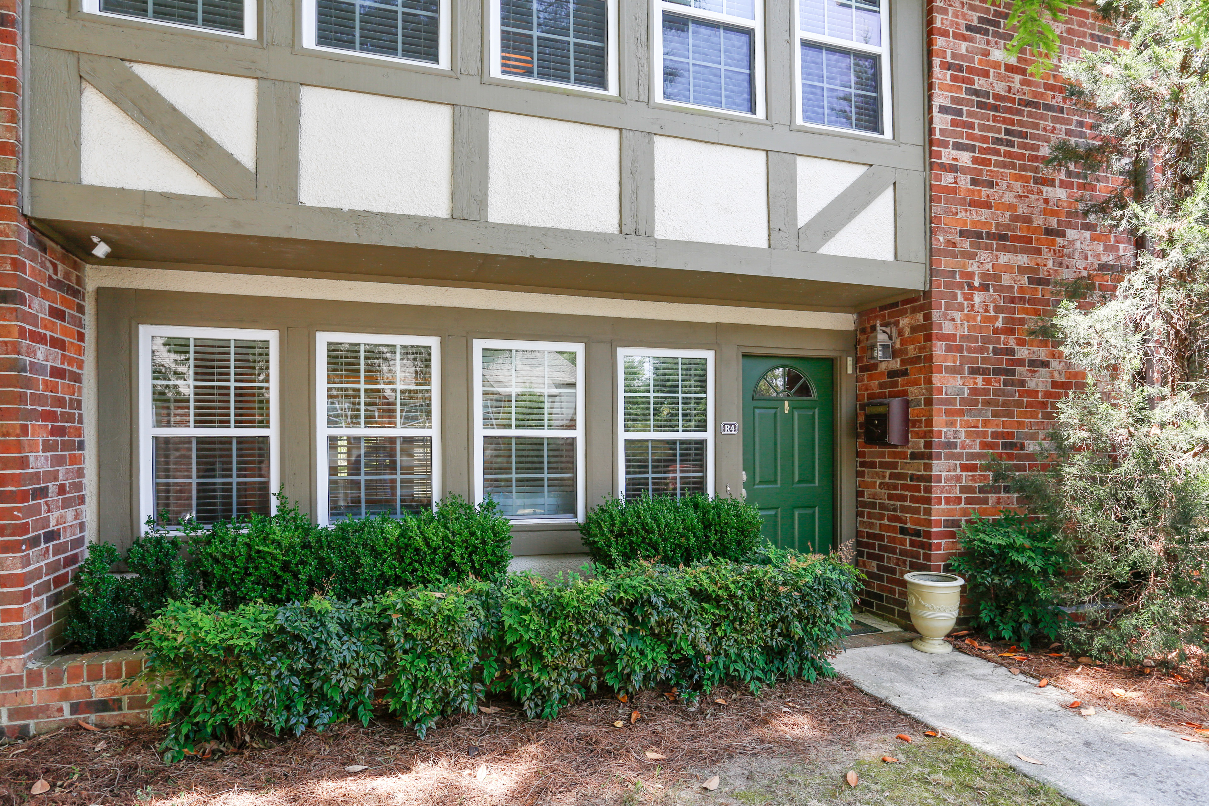 Residência urbana para Venda às 3 Bedroom 2.5 Bath Townhome in Gated Community! 2825 Northeast Expressway NE No. R4 Atlanta, Geórgia, 30345 Estados Unidos