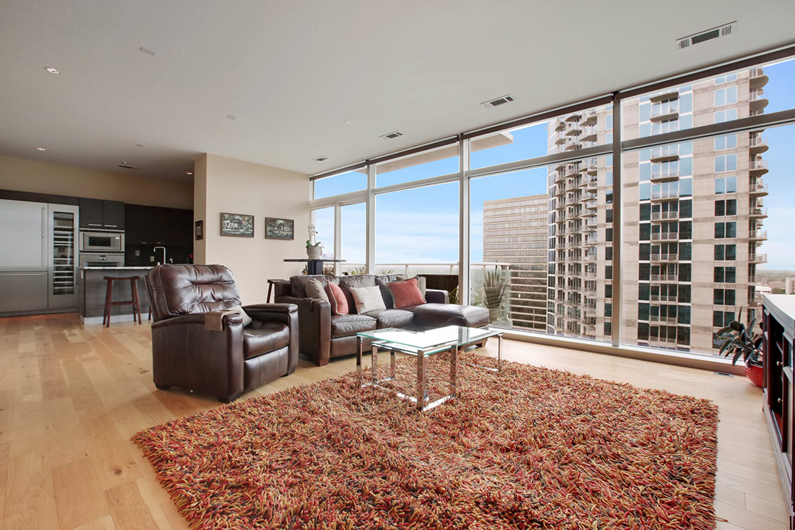 Condominio por un Venta en Stunning 25th Floor Condo At W Residences 45 Ivan Allen Jr Boulevard #2506 Atlanta, Georgia 30308 Estados Unidos