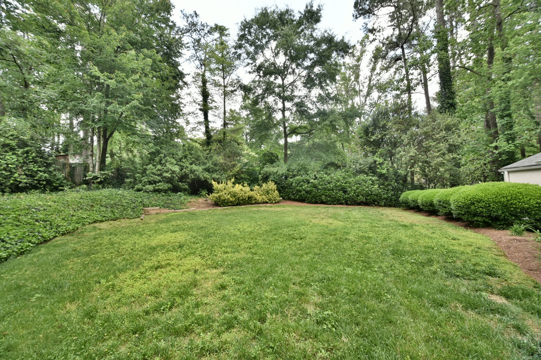 Additional photo for property listing at Charming Ranch With Private Backyard 4530 Dalmer Road Atlanta, Джорджия 30342 Соединенные Штаты