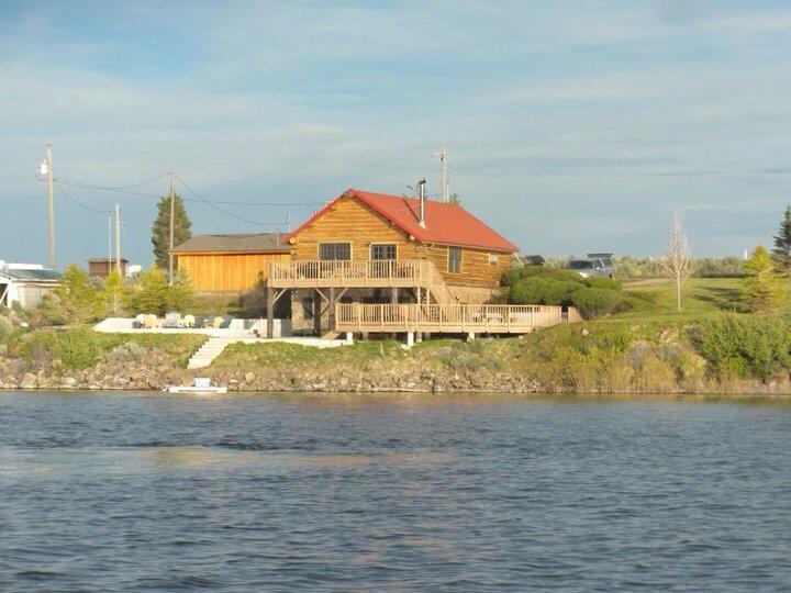 Einfamilienhaus für Verkauf beim Cabin on the Beach 348 Rainbow Drive Fairfield, Idaho 83327 Vereinigte Staaten