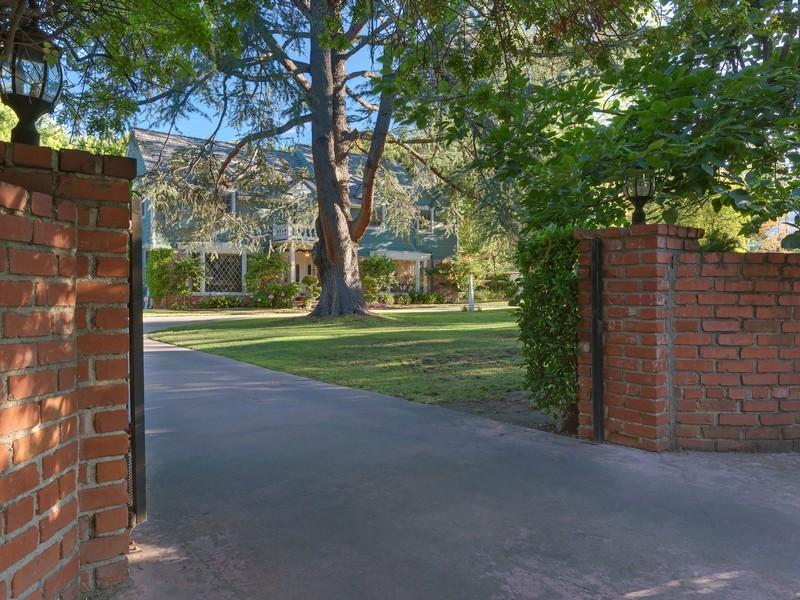 Villa per Vendita alle ore 17310 Rancho St Encino, California 91316 Stati Uniti