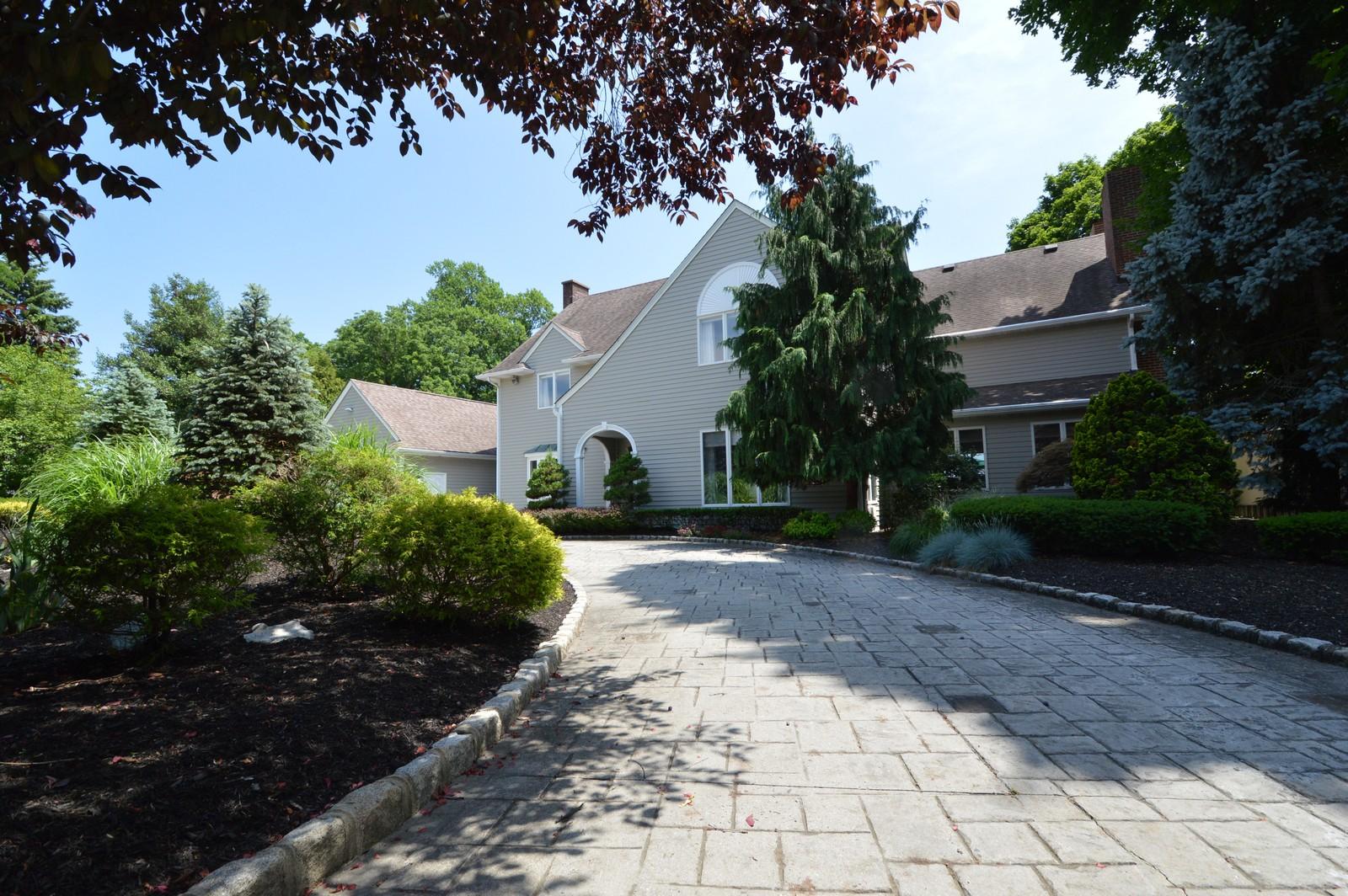 Maison unifamiliale pour l Vente à Tranquility Awaits 46 Conover Ln Middletown, New Jersey 07748 États-Unis