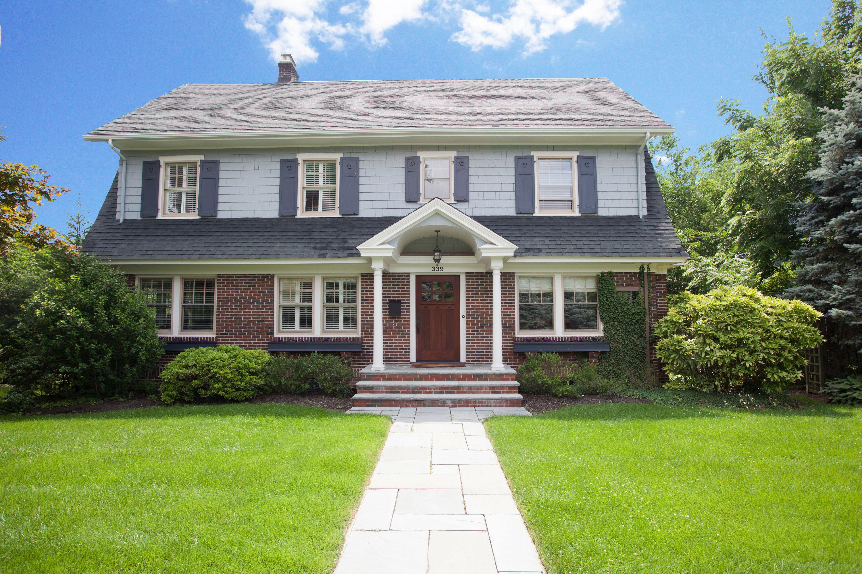 Moradia para Venda às Beautifully Built 1923 Colonial 339 Grove Street Montclair, Nova Jersey 07042 Estados Unidos