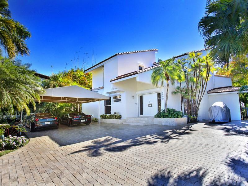 Single Family Home for Sale at 1480 Daytonia Rd Miami Beach, Florida 33141 United States