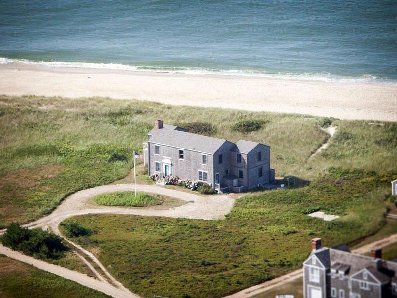 Частный односемейный дом для того Продажа на Sparkling Oceanfront! 48 West Miacomet Road Nantucket, Массачусетс 02554 Соединенные Штаты