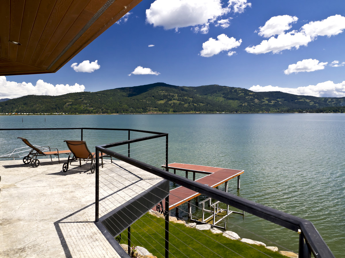 Single Family Home for Sale at South Sandpoint Waterfront Home 813 Bryce Lane Sandpoint, Idaho, 83864 United States