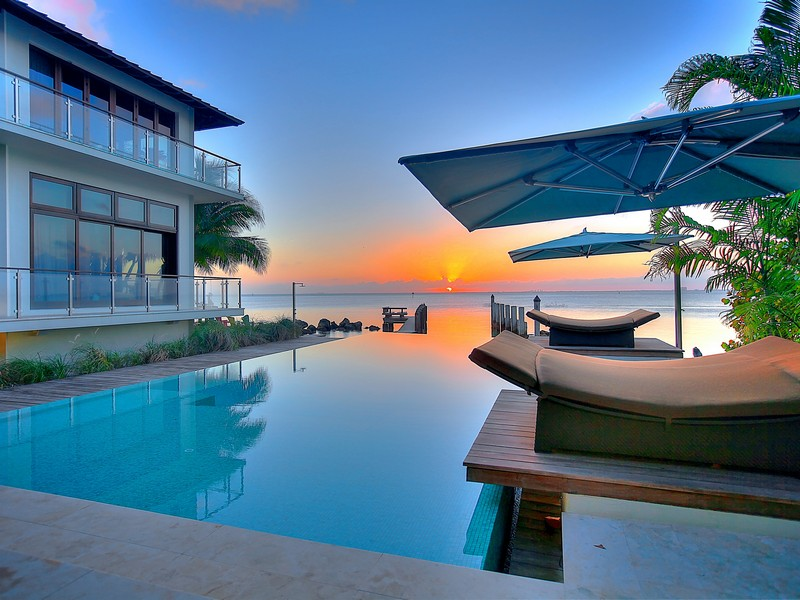 Maison unifamiliale pour l Vente à 7 Harbor Point Key Biscayne, Florida 33149 États-Unis