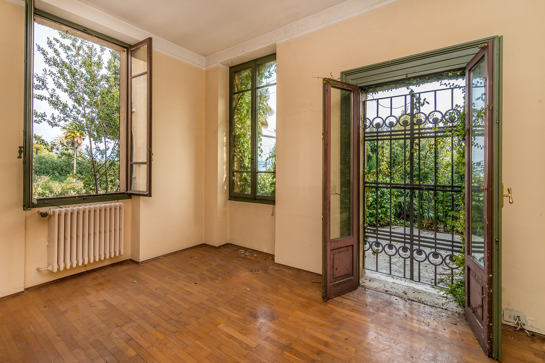 Additional photo for property listing at Panoramic building of the XVI century Via Cure del Lino Salo, Brescia 25087 Italien