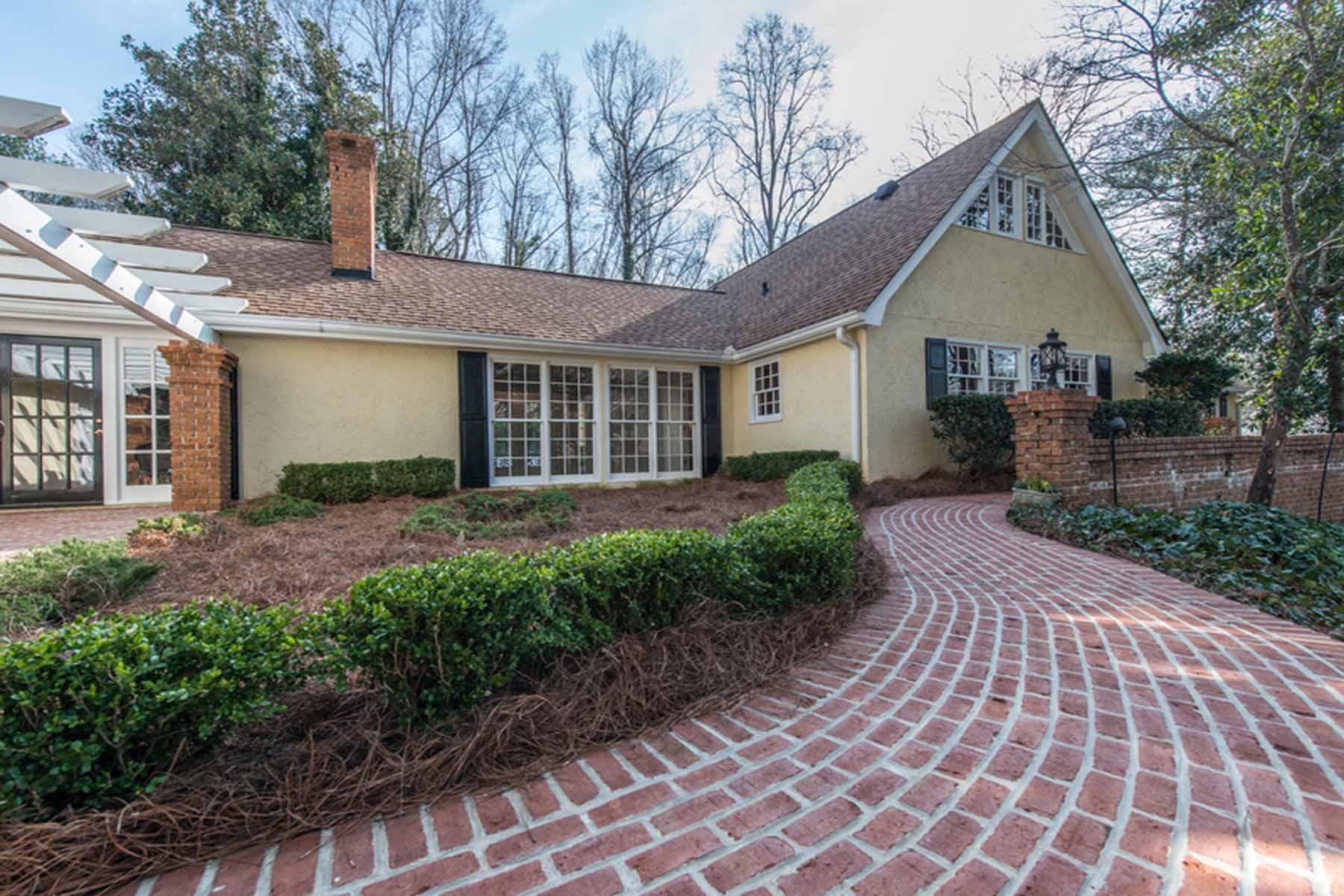 Nhà ở một gia đình vì Bán tại Lake Island Estates Delight 5695 Lake Island Drive Atlanta, Georgia 30327 Hoa Kỳ