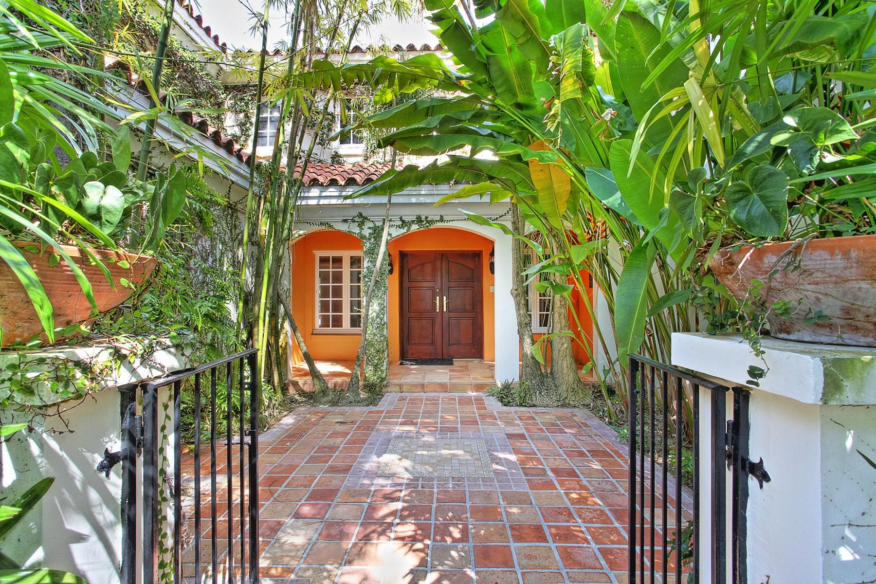 단독 가정 주택 용 매매 에 7305 Vistalmar St Coral Gables, 플로리다 33143 미국