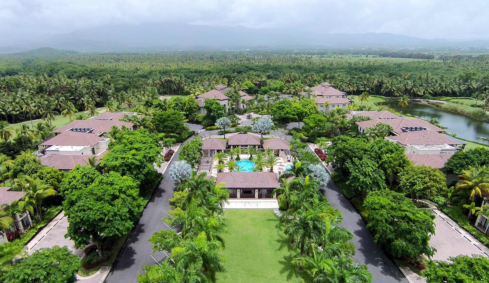 Additional photo for property listing at Lakefront with Golf Views Villa State Rd. 187, Km. 4.2 Las Verandas Apt 1206 Rio Grande, Puerto Rico 00745 Puerto Rico