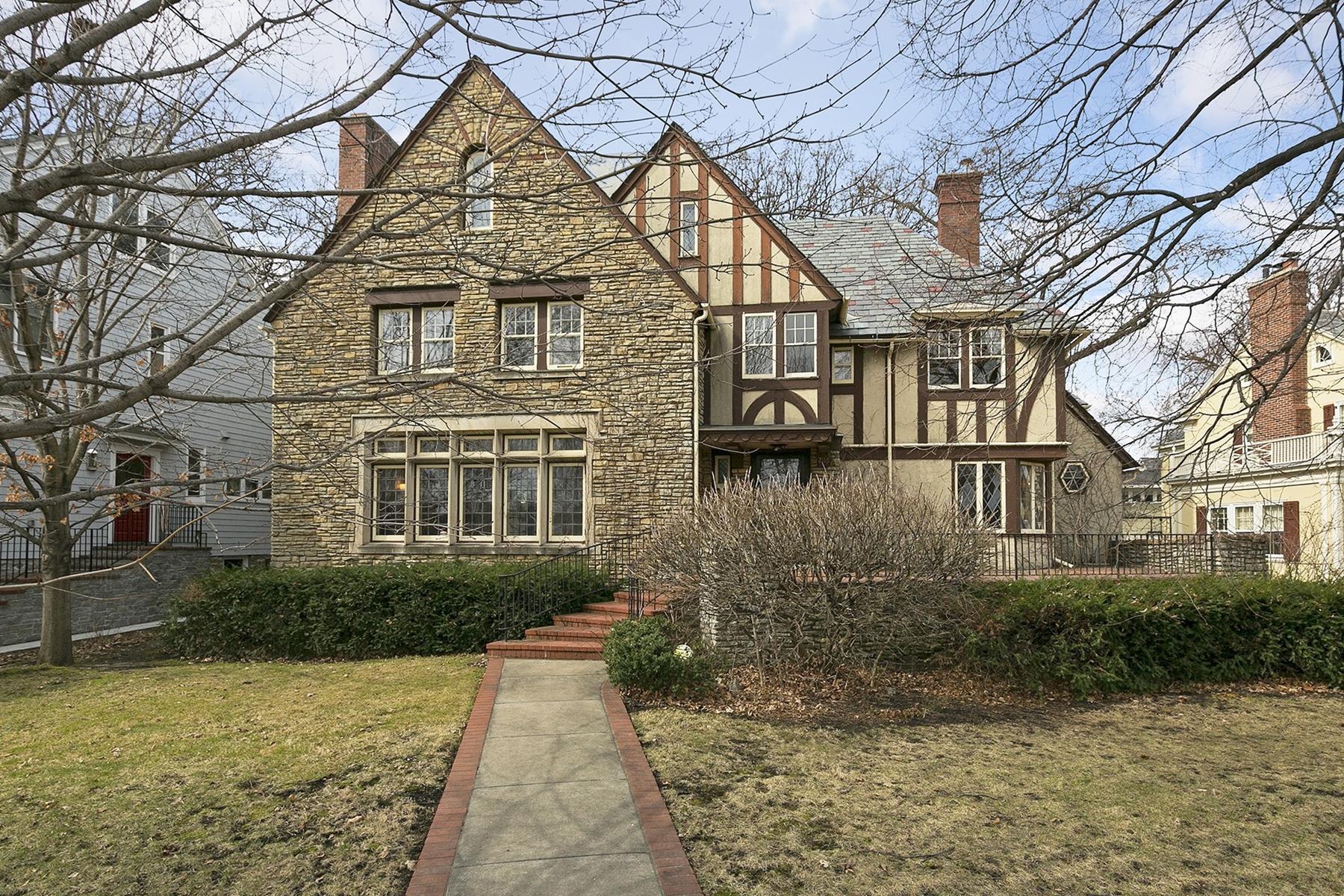 Nhà ở một gia đình vì Bán tại 2116 W Lake of The Isles 2116 W Lake of the Isles Parkway Kenwood, Minneapolis, Minnesota, 55405 Hoa Kỳ