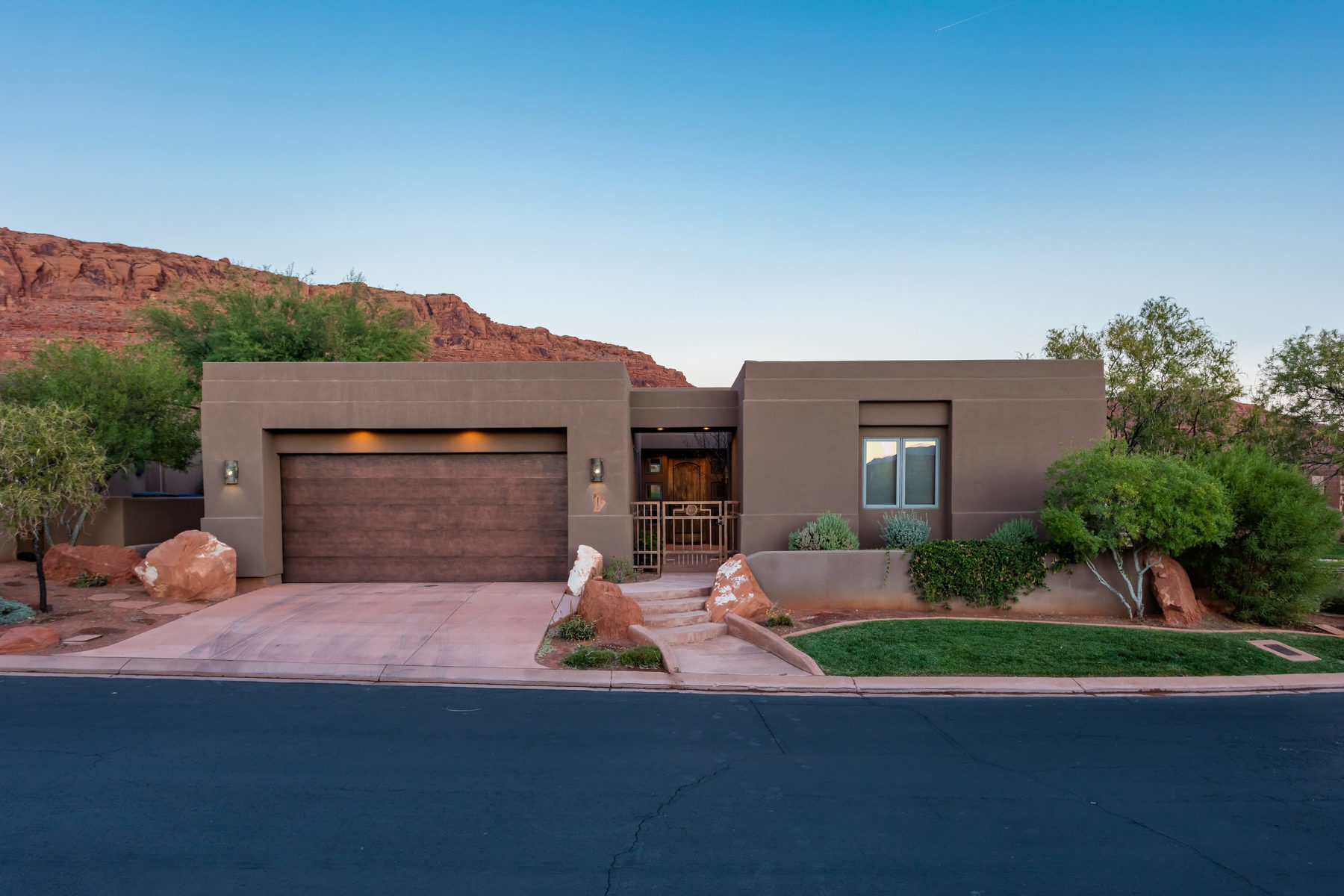 Maison unifamiliale pour l Vente à 5 Bedroom Kachina Springs Home 2410 W Entrada Trail #1 St. George, Utah, 84770 États-Unis