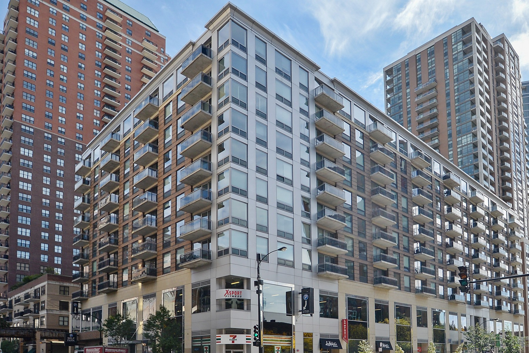 Condominium for Sale at South Loop Penthouse 1 E 8th Street Unit 1010 Chicago, Illinois, 60605 United States