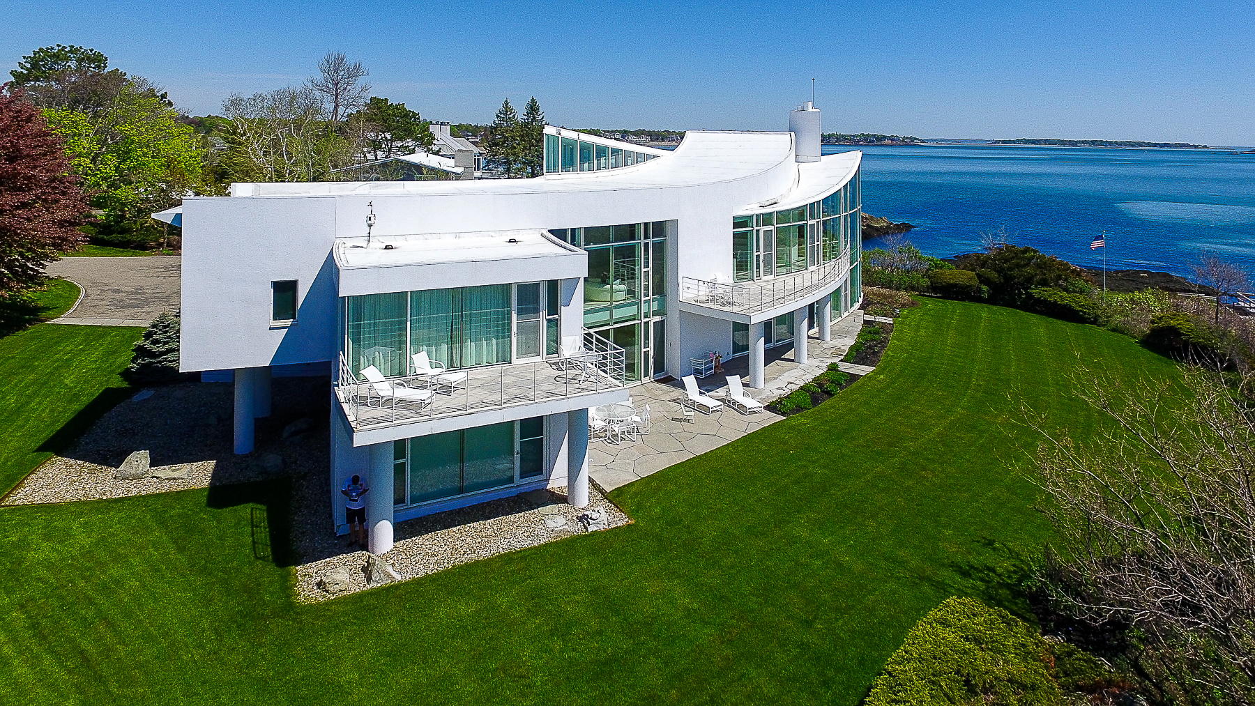 Casa para uma família para Venda às Extraordinary Ocean Front Contemporary Home 45 Little's Point Swampscott, Massachusetts, 01907 Estados Unidos