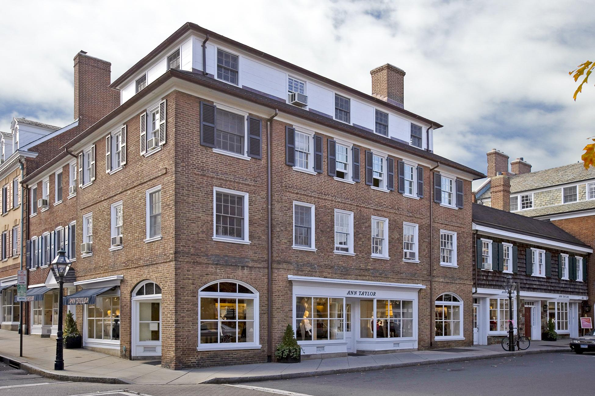 Appartement en copropriété pour l Vente à Right in the Heart of Downtown Princeton 9 Palmer Square West Unit H Princeton, New Jersey, 08542 États-Unis