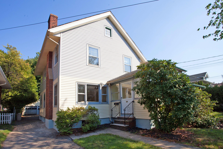 Maison unifamiliale pour l Vente à Cute Three Bedroom 33 Enfield Avenue Montclair, New Jersey 07042 États-Unis