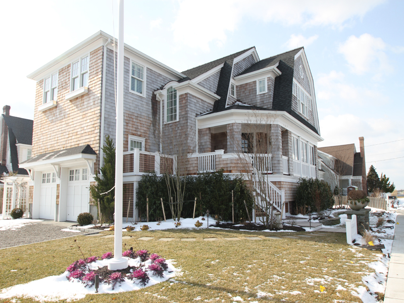Maison unifamiliale pour l Vente à Gorgeous One Of A Kind Home 303 Downer Avenue Mantoloking, New Jersey 08738 États-Unis