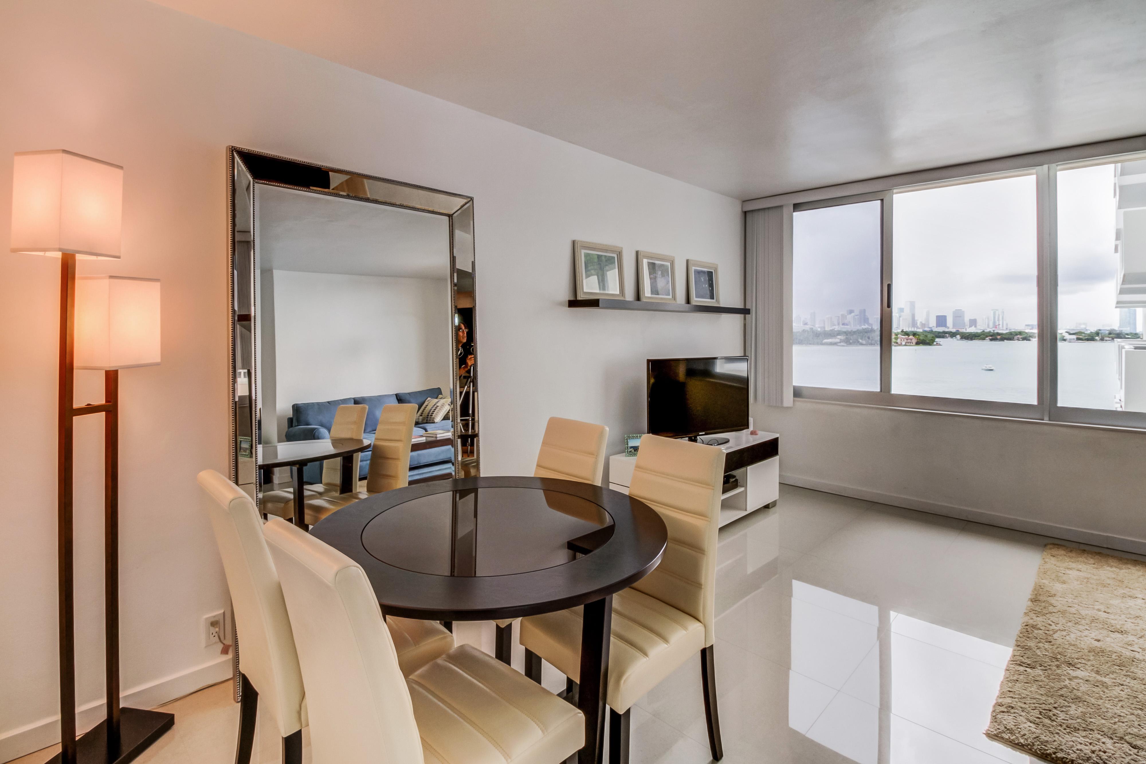 Condominio por un Venta en 1200 West Ave #601 Miami Beach, Florida 33139 Estados Unidos