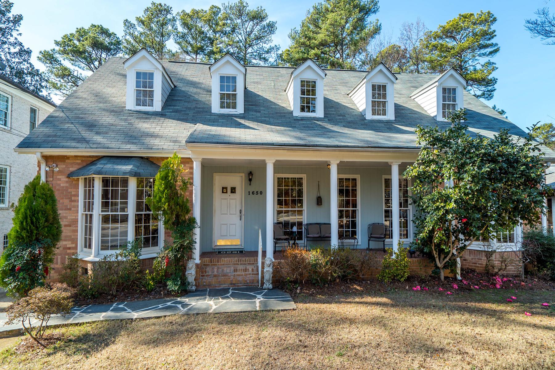 Maison unifamiliale pour l Vente à Cape Cod On Morningside's Premier Street And Fantastic Lot 1650 Merton Road NE Atlanta, Georgia, 30306 États-Unis