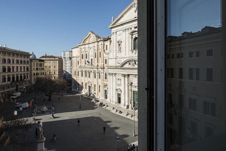 Apartamento para Venda às Elegant apartment on Piazza della Chiesa Nuova Corso Vittorio Emanuele II Rome, Roma 00186 Itália