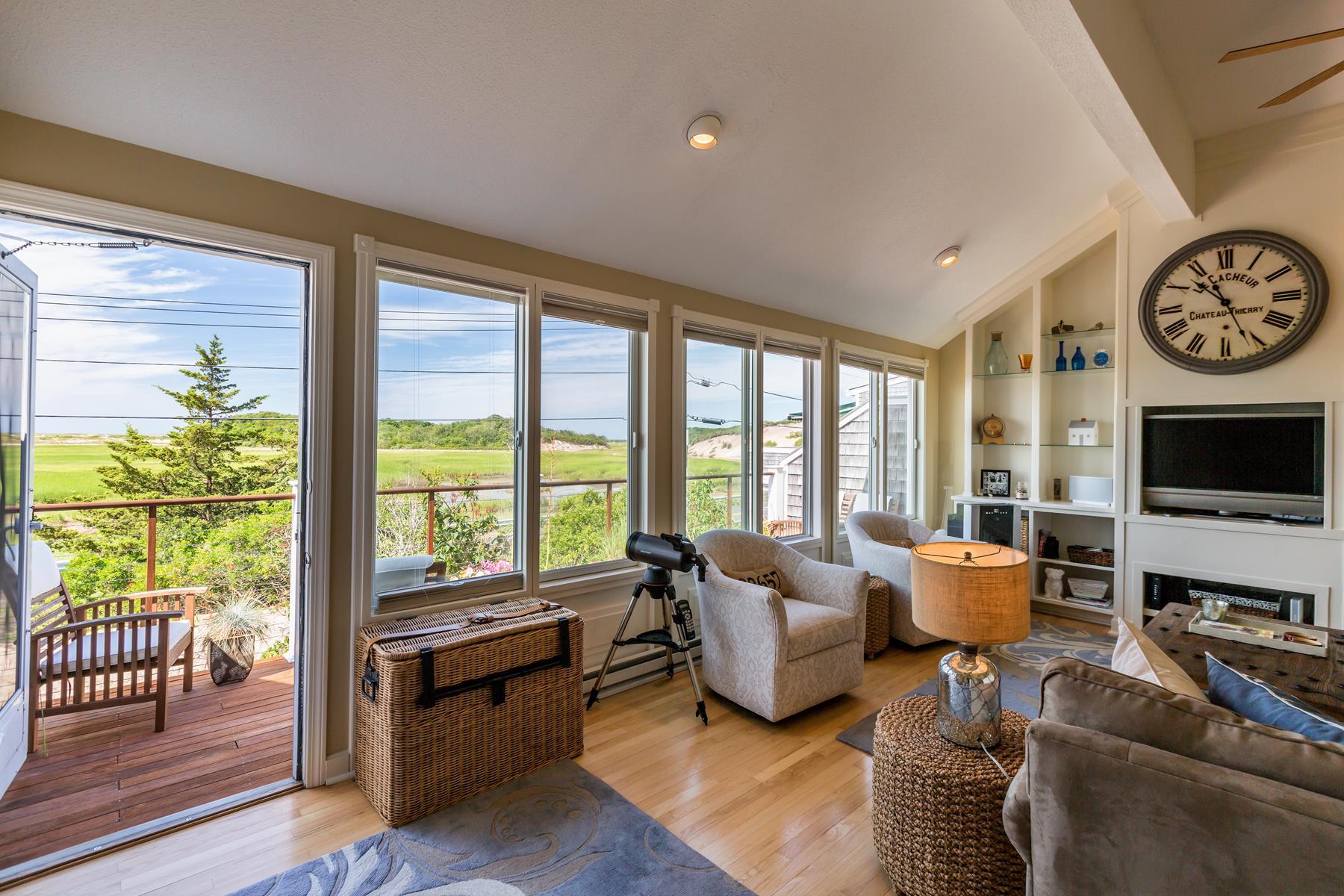 Кооперативная квартира для того Продажа на Hatches Harbor Condominium 75 Province Lands Road, Unit 2 Provincetown, Массачусетс 02657 Соединенные Штаты