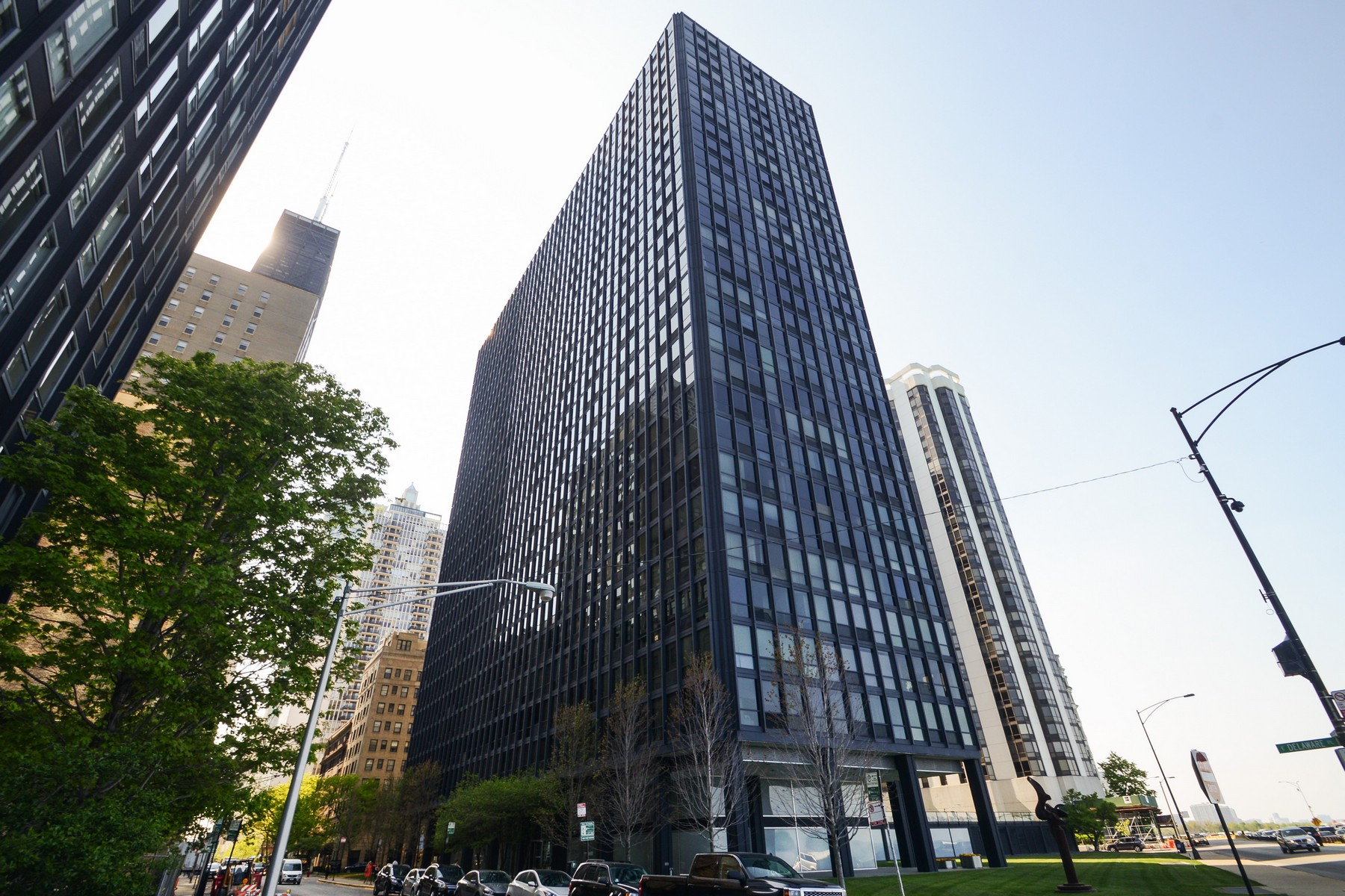 Частный односемейный дом для того Продажа на Amazing High Floor Unit in Miles Van Der Rohe Building 900 N Lake Shore Drive Unit 2212 Near North Side, Chicago, Иллинойс, 60611 Соединенные Штаты