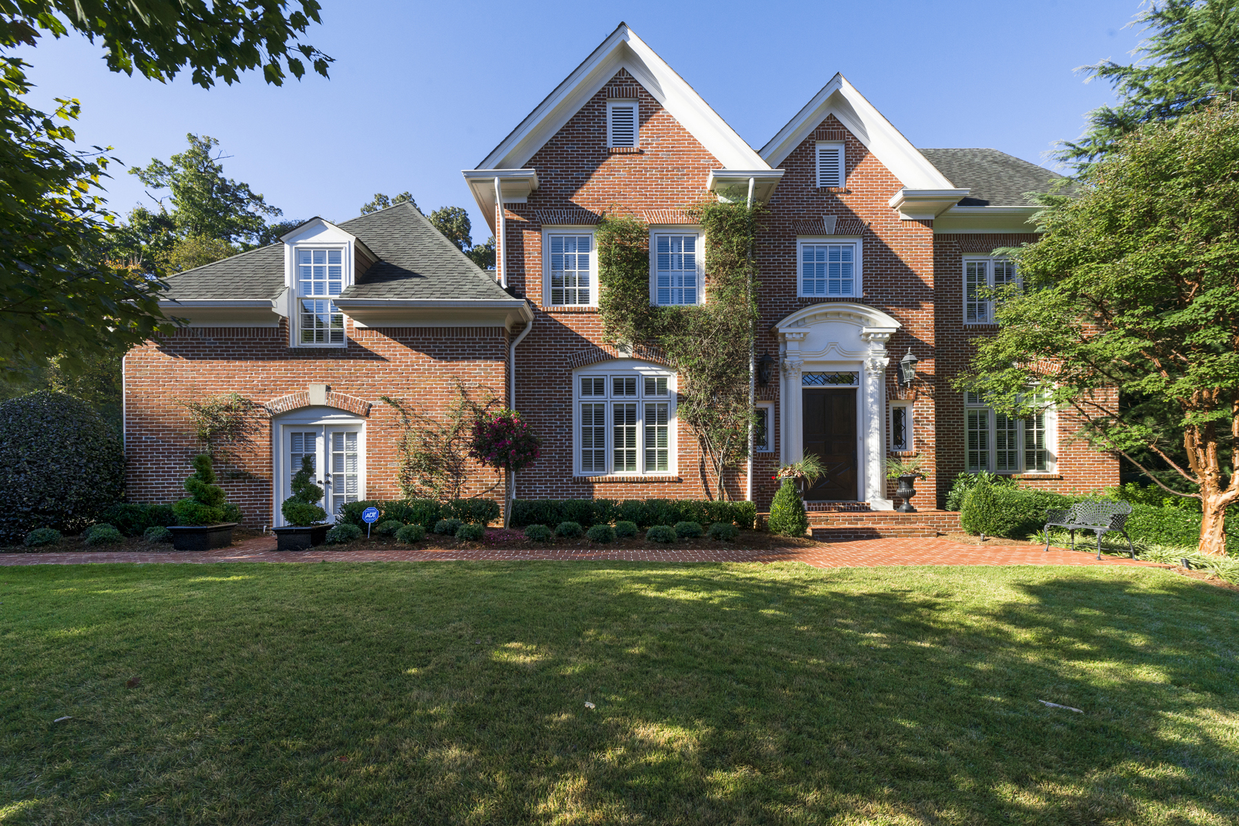 一戸建て のために 売買 アット Immaculate And Impeccably Maintained Cul-de-sac Home 1330 Draycott Place NW Buckhead, Atlanta, ジョージア 30327 アメリカ合衆国