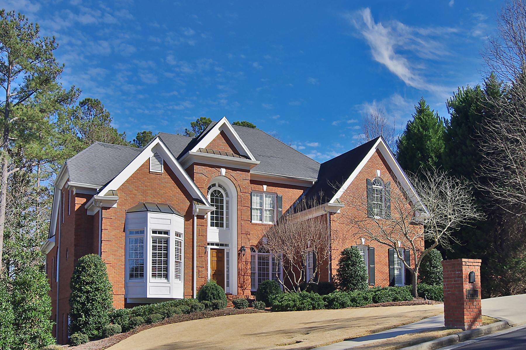 Maison unifamiliale pour l Vente à Custom Executive Home In Secure Gated Community 8161 Nesbit Ferry Road Atlanta, Georgia 30350 États-Unis