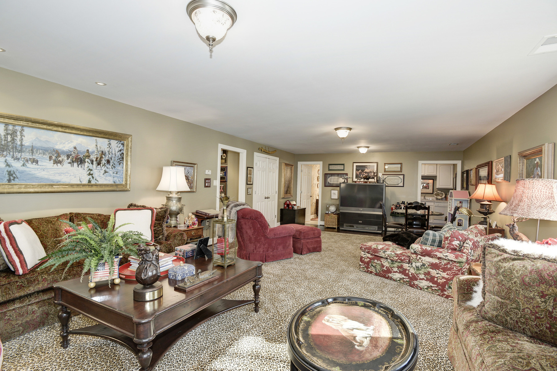 Additional photo for property listing at La Maison 1111 Crest Lane McLean, Virginia 22101 Vereinigte Staaten