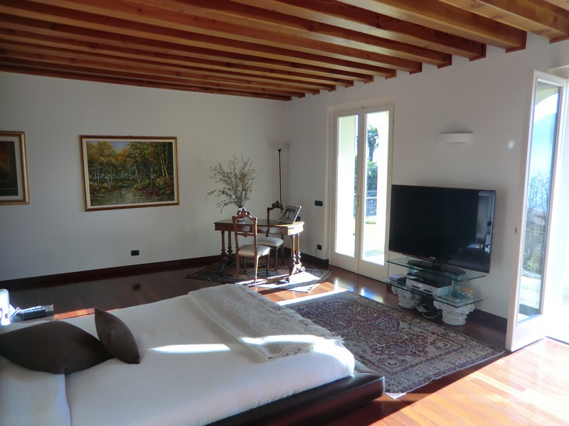 Additional photo for property listing at Magnificent villa with charming view of Lake Como Domaso Como, Como 22013 Italien
