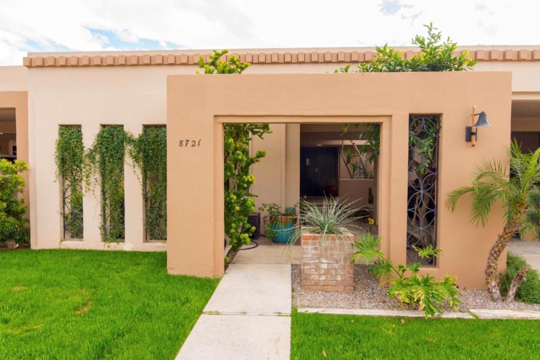 Residência urbana para Venda às Wonderful Sands Scottsdale Townhome 8721 E Via de Viva Scottsdale, Arizona 85258 Estados Unidos