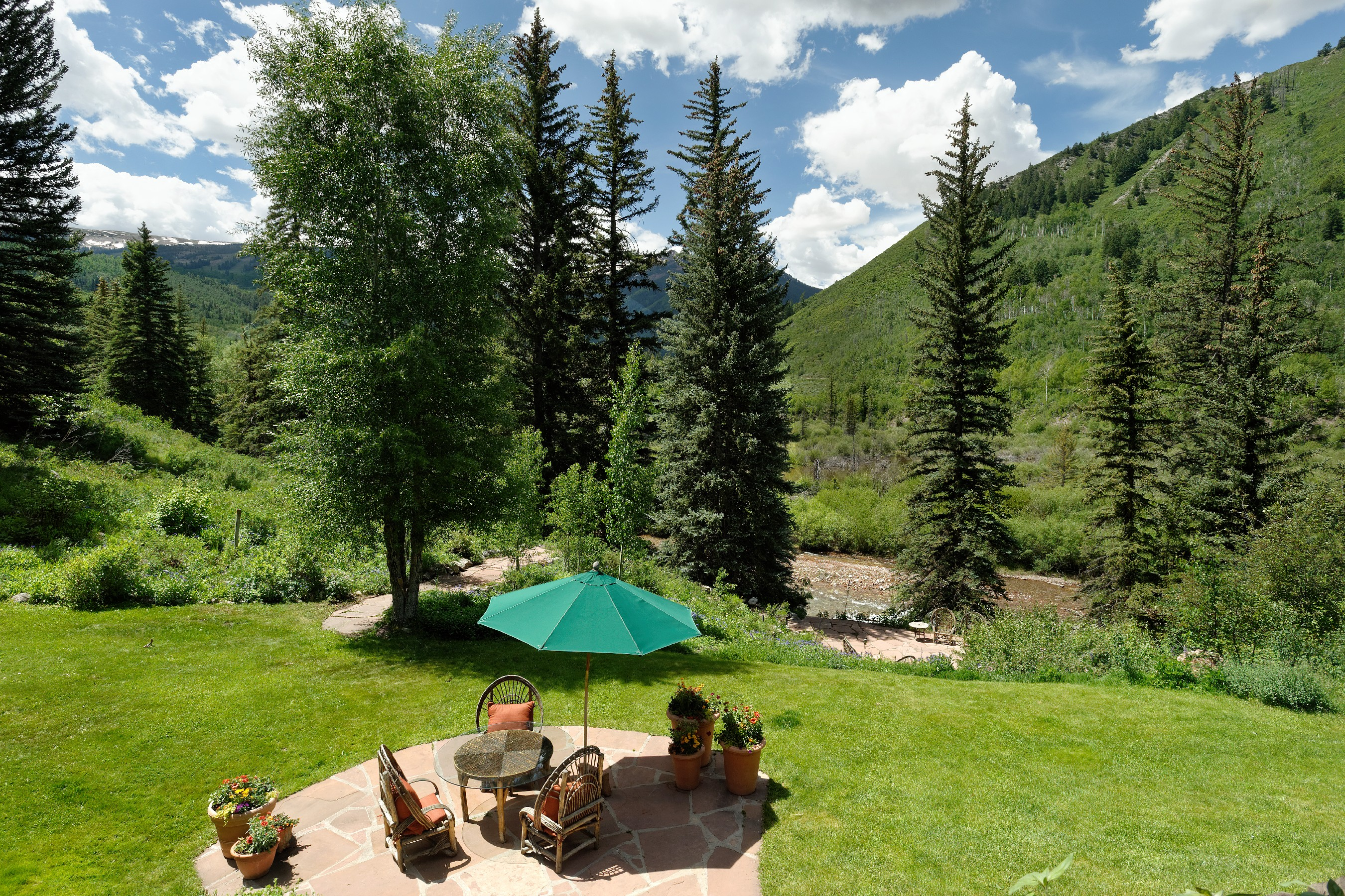 Casa para uma família para Venda às River Hideaway with Mountain Views 9000 Snowmass Creek Rd Snowmass, Colorado, 81654 Estados Unidos